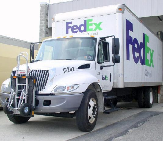 A truck FedEx hire felons to drive